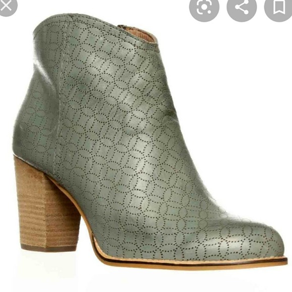 Fossils Leather Blue Chunk Heel Ankle Bootie 8.5
